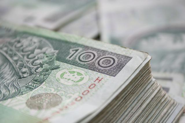 Stos banknotów 100 zł